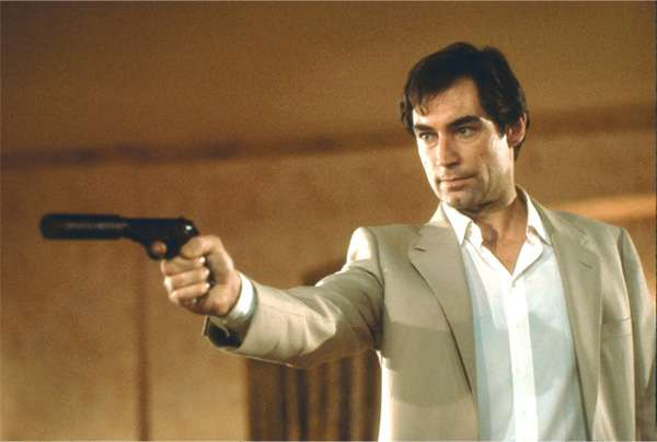 Timothy Dalton James Bond décontracté