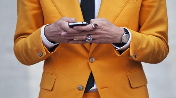 couleur jaune style costume